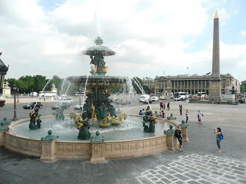 Фонтан на Площади Согласия Париж